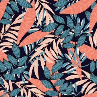 Trend abstrakcyjny wzór z kolorowych liści tropikalnych i roślin na niebieskim tle