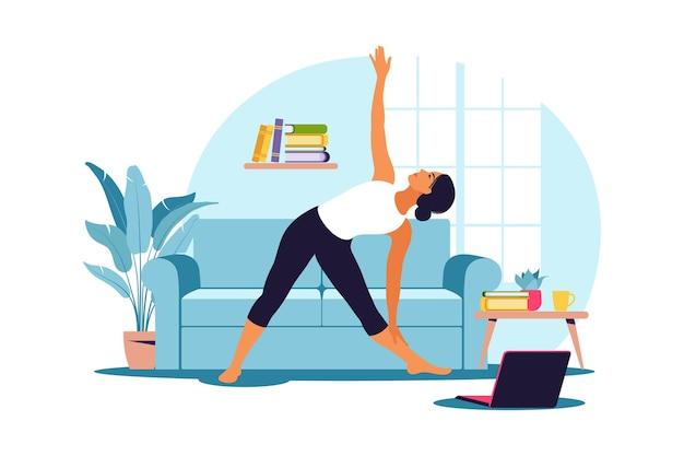 Trening online. kobieta robi joga w domu. oglądanie samouczków na laptopie. ćwiczenia sportowe w przytulnym wnętrzu. ilustracja. mieszkanie.