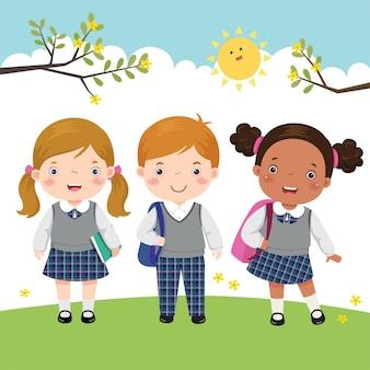 Troje dzieci w mundurkach szkolnych idących do szkoły