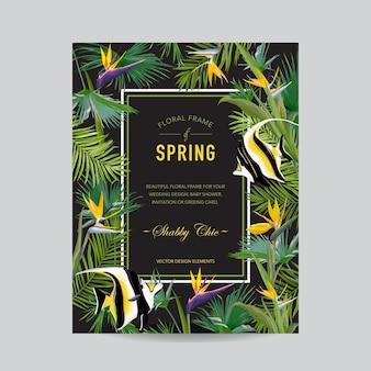 Tropikalne liście palmowe, kwiaty i egzotyczna karta ryb, graficzny projekt koszulki, tło dżungli