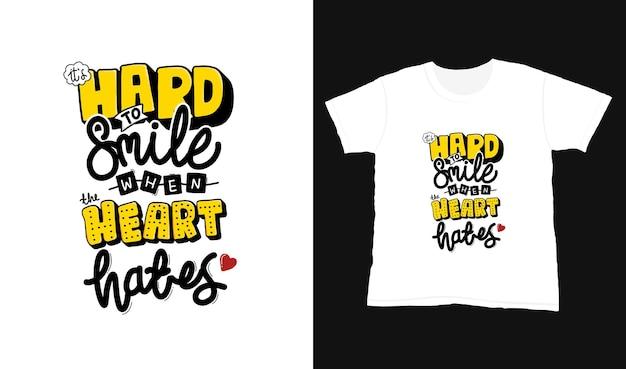 Trudno się uśmiechnąć, gdy serce nienawidzi. cytat typografii napis na projekt koszulki.