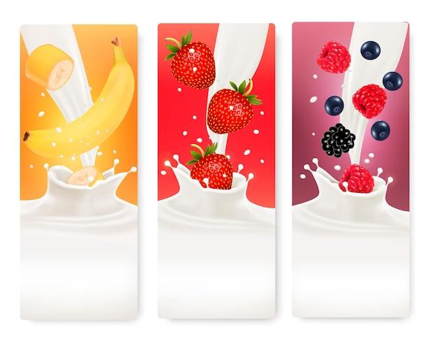Trzy banery z owocami i mlekiem.