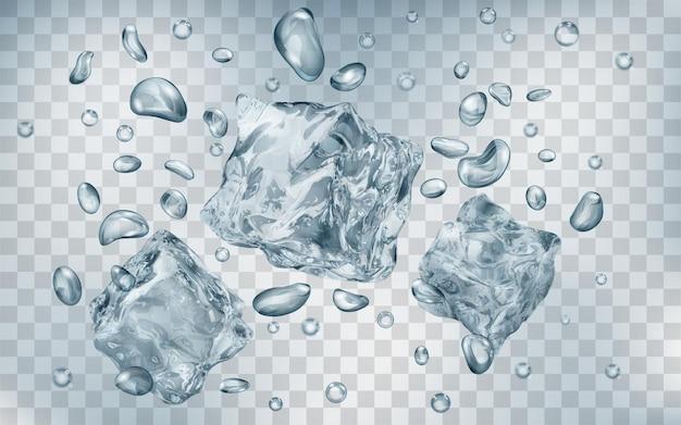 Trzy przezroczyste szare kostki lodu i wiele pęcherzyków powietrza pod wodą na przezroczystym tle