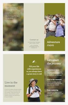 Trzykrotnie składany szablon broszury podróżnej z estetycznym zdjęciem z wakacji