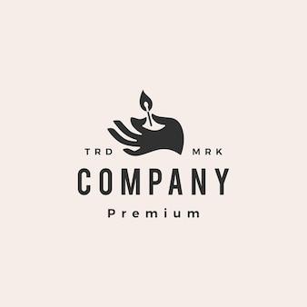 Trzymaj rękę pasuje do szablonu logo vintage hipster ognia