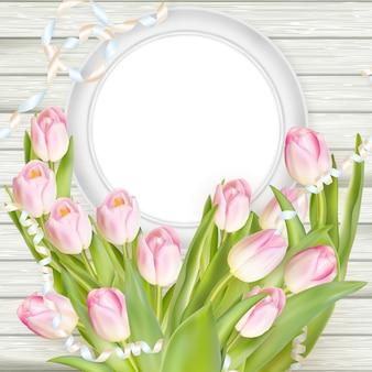 Tulipany i pusta biała ramka.