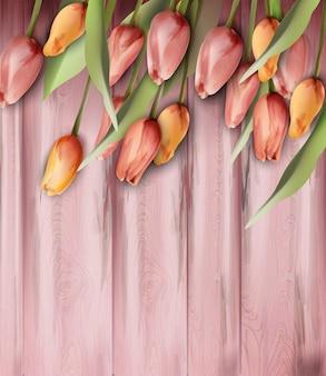 Tulipany kwitną na drewnianej tekstury akwareli