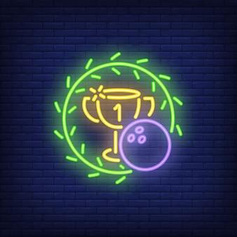 Turniej bowlingowy. neonowy znak z piłką, filiżanką i zielonym wiankiem ,. noc jasna reklama