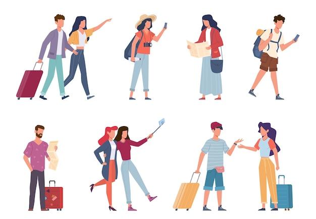 Turyści. rekreacja sezonowa, podróżujący ludzie z bagażem, plecakami, torbami i walizkami, rodziny wakacyjne i para fotografująca, podróżnicy na wycieczce lub na lotnisku płaskie postacie wektorowe