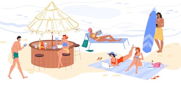 Turyści surfujący po internecie odpoczywają na plaży