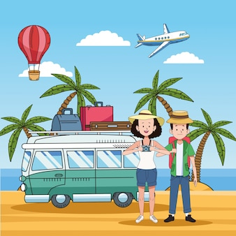 Turystyczna para na plaży z samochodem dostawczym