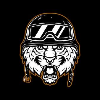 Tygrys w godle kasku zawodnika