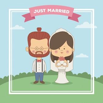 Tylko para małżeńska narzeczona z brązowymi długimi włosami i pana młodego w okularach i redhair