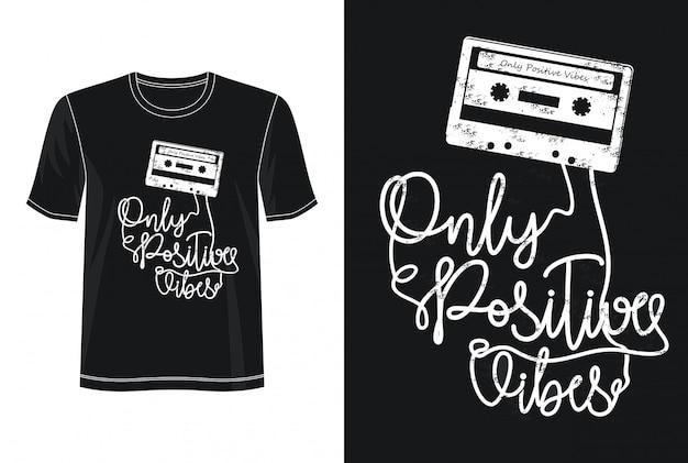 Tylko typografia pozytywnych wibracji dla koszulki z nadrukiem