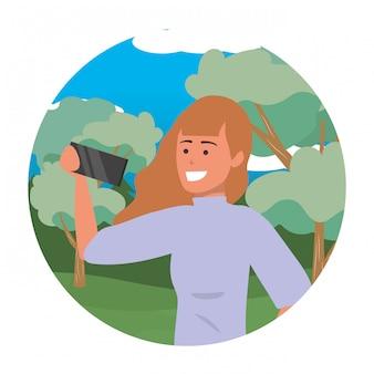 Tysiącletni młody człowiek smartphone selfie portret okrągłe ramki