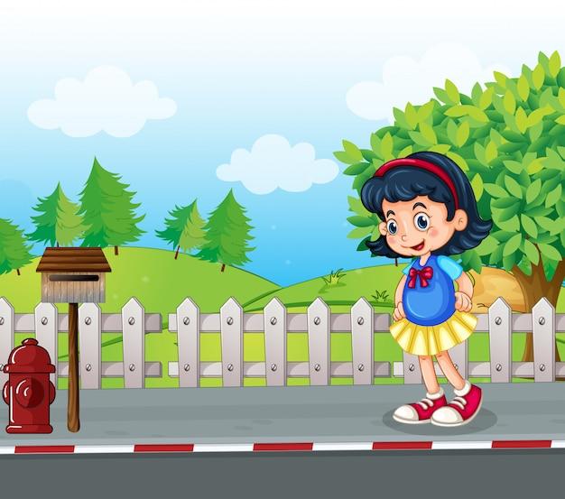 Uczeń na ulicy w pobliżu skrzynki pocztowej