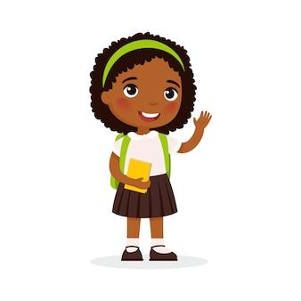 Uczennica, ilustracja wektorowa płaski szczęśliwy uczeń. macha dziewczyna z książką i plecakiem na białym tle postać z kreskówki. uczeń szkoły podstawowej. wesoły african american młoda dama. powrót do szkoły