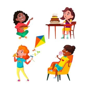 Uczennice jedzenie pyszne słodycze wektor zestaw. uczennice jedzą lody i ciasta, lizaki i czekoladowe cukierki słodycze. postacie cieszące się deserem płaskie ilustracje kreskówki
