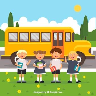 Uczniowie autobusów i uśmiechnięci z płaskim wystrojem