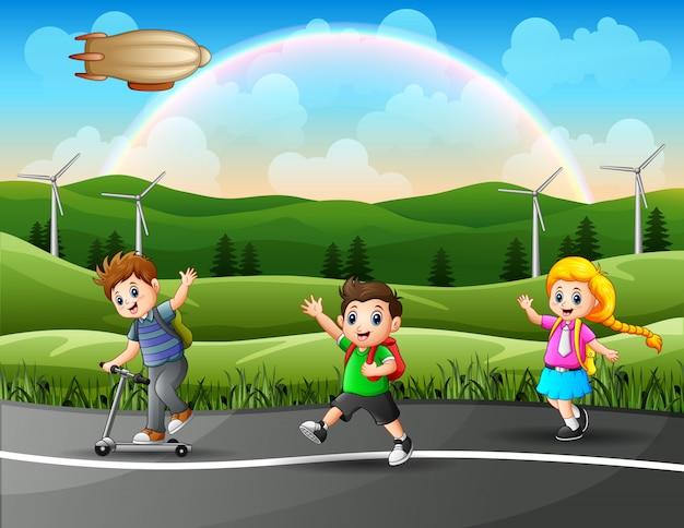 Uczniowie biegną razem do szkoły