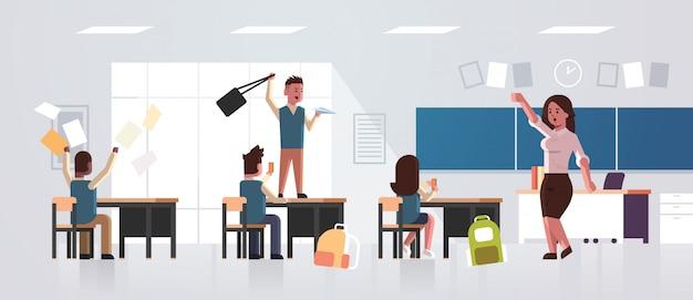 Uczniowie przejawiający złe zachowanie w klasie
