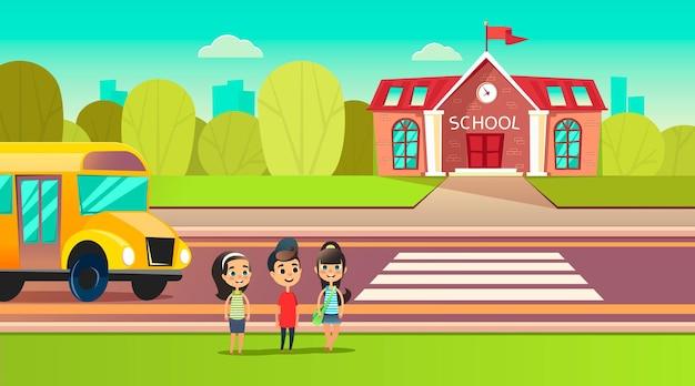 Uczniowie są w pobliżu autobusu szkolnego