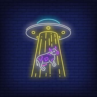 Ufo uprowadzający krowa neonowy znak