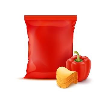 Ułóż chipsy ziemniaczane z papryką i czerwoną torebką foliową