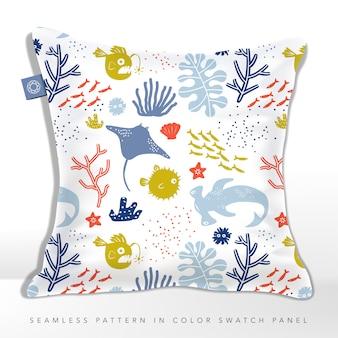 Undersea world dziecięca lub dziecięca bezszwowa poduszka z tkaniny lub materiału tekstylnego z płaszczką, rozdymką, rybą latarnią i rekinem młotem.