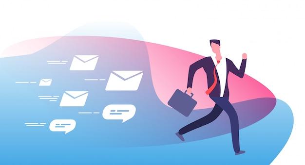 Unikaj mnóstwa powiadomień przestraszony zajęty biznesmen ucieka przed e-mailami zwrotnymi od klientów e-mail pościgowy koncepcja człowieka