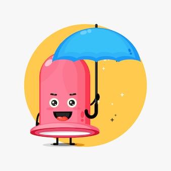 Urocza maskotka prezerwatywy przynosi parasol