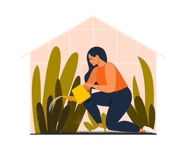Urocza młoda kobieta lub ogrodnik dbający o ogród przydomowy, podlewający rośliny doniczkowe rosnące w szklarni. ilustracja kreskówka płaski.