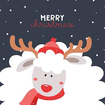 Urocza owca w czapce i szaliku z porożem jelenia. nowy rok. wesołych świąt.