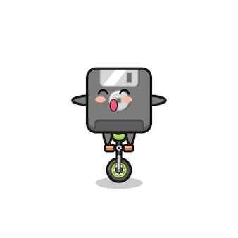 Urocza postać dyskietki jedzie na rowerze cyrkowym, ładny styl na koszulkę, naklejkę, element logo