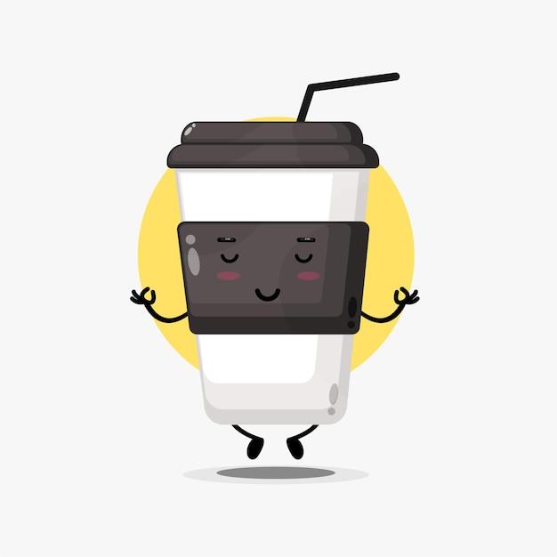 Urocza postać filiżanki kawy medytująca w pozie jogi