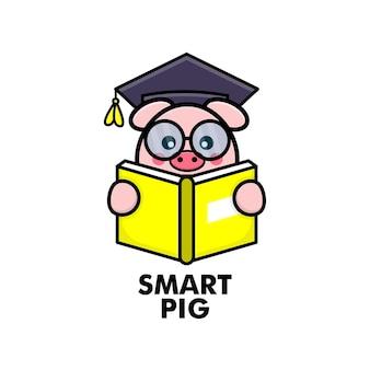 Urocza świnia czytająca książkę z okularami i czapką ukończenia szkoły