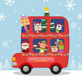 Uroczy świąteczny piętrowy autobus ze świętym mikołajem i zwierzętami
