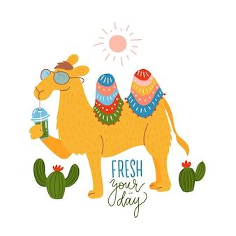 Uroczy wielbłąd w okularach z plastikową filiżanką smoothie. karta humoru, ręcznie rysowane płaski wydruk. ilustracja z cytatem napis fresh your day