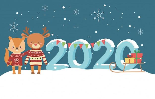 Uroczystości szczęśliwego nowego roku 2020 śliczna wiewiórka jelenia z brzydkim swetrem i prezentami śniegowymi