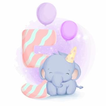 Urodziny słonia piąte słodkie zwierzęce dziecko dla dzieci