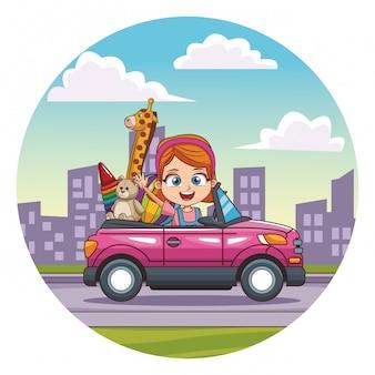 Uśmiechnięta dziewczyna jazdy samochodem