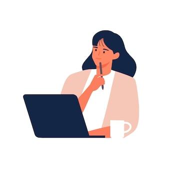 Uśmiechnięta kobieta siedzi w kawiarni z kawą i laptopem trzyma długopis i pomyśleć pomysł postać z kreskówki