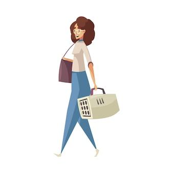 Uśmiechnięta kobieta spacerująca z transporterem dla zwierząt domowych i kreskówka torebka