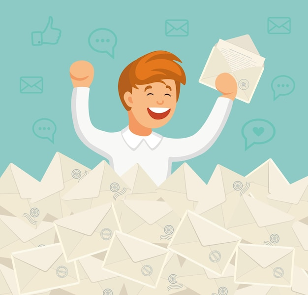 Uśmiechnięty biznesmen znalazł właściwą literę w stercie e-maili. bezpośrednia poczta, e-mail, koncepcja spamu