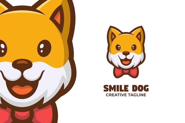 Uśmiechnięty pies pet care maskotka logo znaków