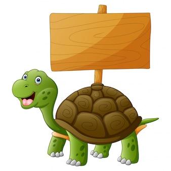 Uśmiechnięty żółw z pustą drewnianą deską
