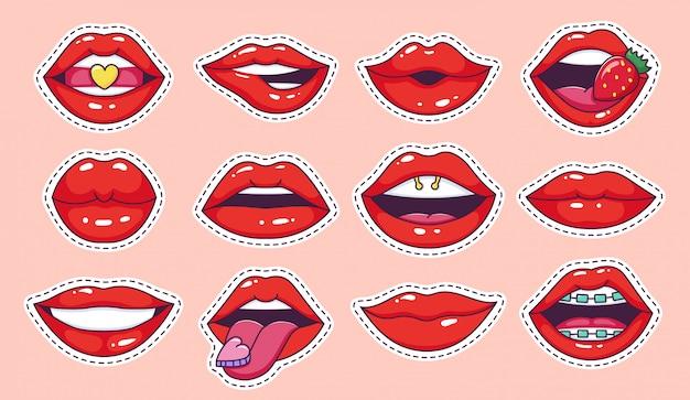 Usta naklejki pop art. fajne rocznika komiks dziewczyna wargi odznaki, nastoletnia kreskówka patch, cukierki usta z truskawkowym błyszczącym zestawem ikon ilustracji szminki. etykiety kobiece usta z lat 80-tych i 90-tych