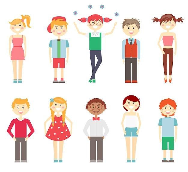 Ustaw, jeśli wektorowe ikony małych dzieci w kolorowych ubraniach z wielorasowymi dziewczynami i chłopcami śmieją się i uśmiechają w eleganckich i nieformalnych strojach sukienki szorty i spodnie na białym tle