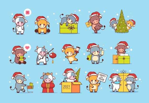 Ustaw małe woły w czapki mikołaja kartkę z życzeniami szczęśliwego nowego roku słodkie krowy maskotka postaci z kreskówek kolekcja pełnej długości ilustracja