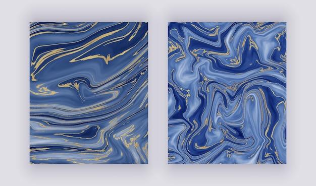 Ustawić płynną marmurową teksturę. niebieski i złoty brokat atramentu malowanie abstrakcyjny wzór